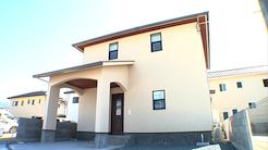 趣味と暮らしやすさを兼ね備えたアール壁のお家|プラスディーアーキテクト