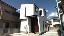 陽の光あふれる縦長のお家|プラスディーアーキテクト